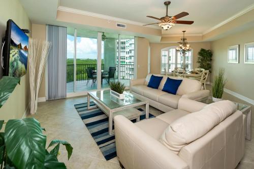 295-Grande-Way-Unit-606-Naples-large-010-30-Living-Room-2-1500x1000-72dpi