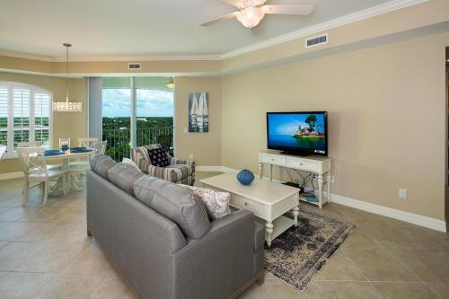 295-Grande-Way-Unit-606-Naples-large-018-4-Family-Room-3-1500x1000-72dpi