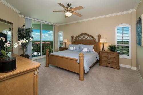 295-Grande-Way-Unit-606-Naples-large-020-33-Master-Bedroom-1500x1000-72dpi