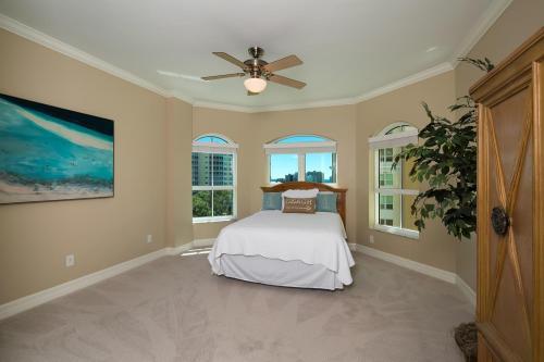 295-Grande-Way-Unit-606-Naples-large-025-1-Bedroom-2-1500x1000-72dpi