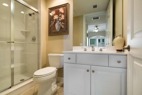 295-Grande-Way-Unit-606-Naples-large-028-32-Guest-Bath-2-1500x1000-72dpi